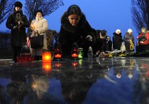 Тягнибок просит президента ПАСЕ помочь в признании Голодомора геноцидом украинцев