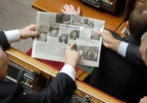 Дело: За три года украинцы резко сократили количество времени на чтение прессы