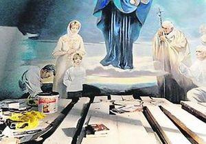 На сводах церкви под Львовом изобразили Ющенко с женой и сыном