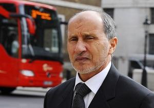 Лидер повстанцев разрешил Каддафи остаться в Ливии