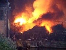 В Лондоне пожар уничтожил гостиницу