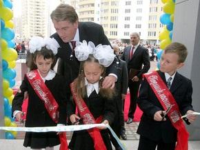 Ющенко вручит учителям ключи от квартир, а шахтерам - награды