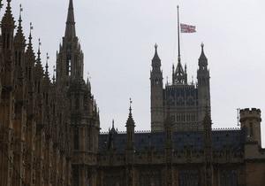 Безрукому художнику не дали британскую визу из-за отсутствия отпечатков пальцев