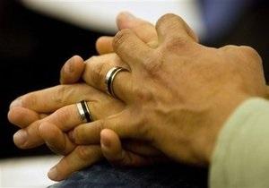 США: Законодатель-лесбиянка стала суррогатной матерью для пары гомосексуалистов