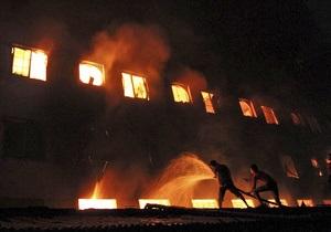 В результате пожара на фабрике в Бангладеш погиб 121 человек