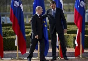 Премьер Словении подарил Путину именные лыжи