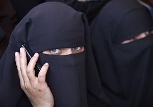СМИ: Аль-Каида может освободить французских заложников, если Париж разрешит женщинам носить паранджу