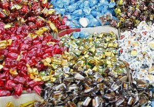 В Житомирской области двое школьников попались на краже конфет