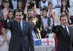 Саркози наградил Саакашвили Орденом почетного легиона