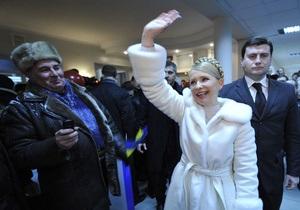 Тимошенко вручила украинцам свыше 90 ордеров на квартиры