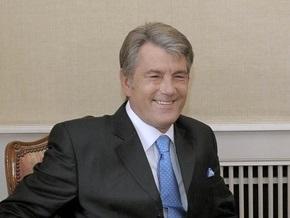 Ющенко взял с собой на футбол девять высокопоставленных чиновников