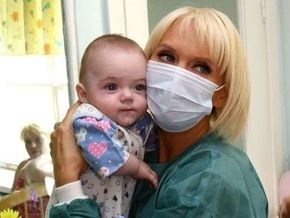 СМИ: Валерия удочерит девочку