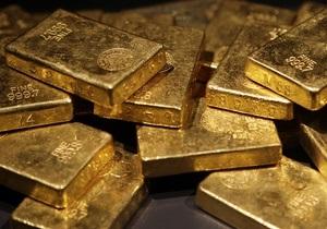 Цены на золото упали до месячного минимума