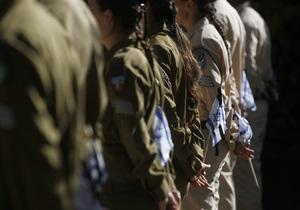 В Израиле женщин-военных наказали за публикации своих полуобнаженных фото в Facebook