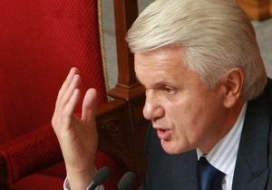 Литвин не поддерживает принудительное вывешивание флагов Победы