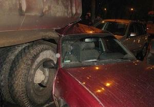 В Харькове КрАЗ столкнулся с автобусом и пятью автомобилями