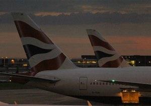 Новости Великобритании - странные новости: Нетрезвый пассажир British Airways пытался открыть дверь самолета, перепутав ее с туалетом