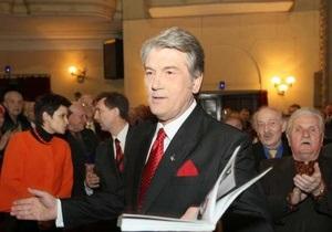 Ющенко: Судебные решения о незаконности героизации Бандеры и Шухевича приостановлены