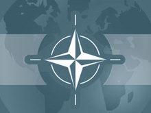 Крымчане показывают НАТО кулак