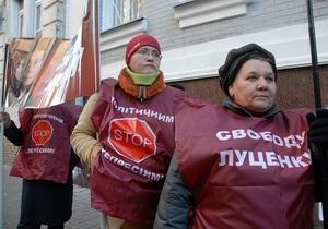 Луценко попросил суд не мешать ему слушать песни