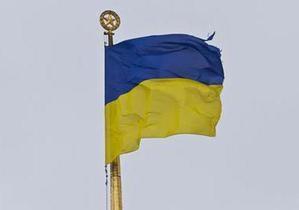 Разорванный флаг над Радой заменили, но советскую звезду на флагштоке не сняли