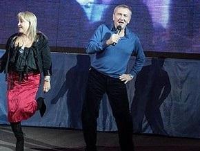 Блок Кличко: Черновецкий заставил бюджетников купить за 1000 грн билеты на бал