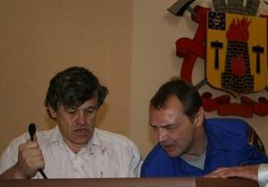 Против правозащитника, откусившего фалангу пальца охраннику Луганского горсовета, возбудили дело