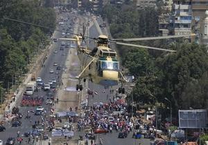 В Каире сторонники и противники Мурси забрасывают друг друга камнями