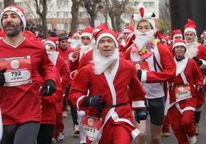 В Риге прошел ежегодный забег Санта-Клаусов