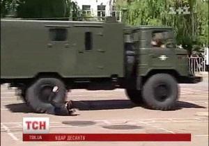 На праздновании Дня ВДВ в Житомире грузовик переехал одного из зрителей