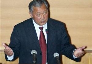 Бакиеву предложили покинуть Кыргызстан, пока есть возможность