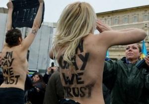 В Ватикане активистки Femen разделись перед Папой Римским
