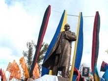 Писатель из России пожертвовал 1000 гривен на памятник Бандере