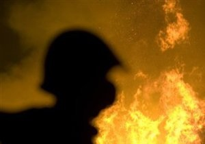 В Киеве водитель задохнулся в горящем автомобиле