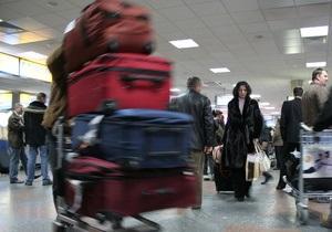 СМИ: Пассажиров отмененного рейса Лондон - Киев выдворили из самолета с помощью собак и газа