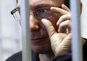Фотогалерея: Заключенный №2. Суд приговорил Луценко к четырем годам тюрьмы
