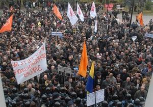 Социологи фиксируют минимальное ослабление протестных настроений в Украине
