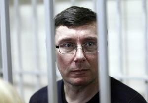Суд продолжил рассмотрение дела Луценко, несмотря на отсутствие потерпевшего