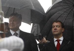 Янукович о встрече с Медведевым: Если дождь идет, то это к деньгам