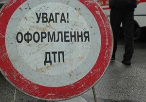 Под Киевом Ford столкнулся с самосвалом