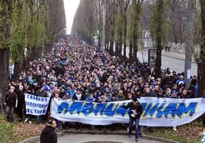 На следующий день после многотысячного шествия футбольных фанатов в поддержку Павличенко сотрудница суда сделала заявление