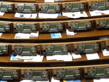 Корреспондент: Демократия может смениться диктатурой