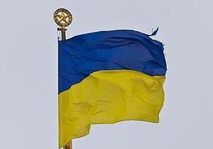 Над Верховной Радой развевается рваный национальный флаг