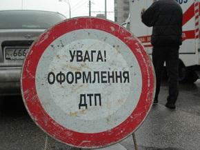В Житомирской области Mercedes врезался в дерево: трое погибших