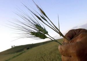 Азаров пообещал аграриям дешевое топливо для посевной