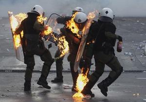 В Афинах прошли столкновения между анархистами и коммунистами. Один человек погиб