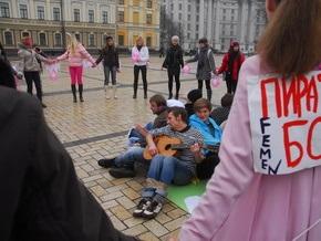 Фотогалерея: Femen против пиратов
