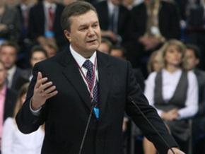 Янукович принимает участие в съезде Единой России в Санкт-Петербурге