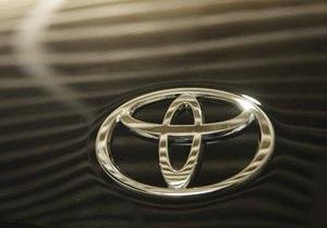 Проблемы с ускорением: в США Toyota Prius попал в аварию после сервисного ремонта