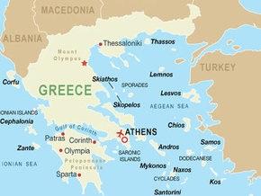 В Греции пассажирский поезд переехал автомобиль